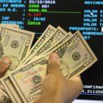 Crise: dólar sobe e fecha a R$ 5,55