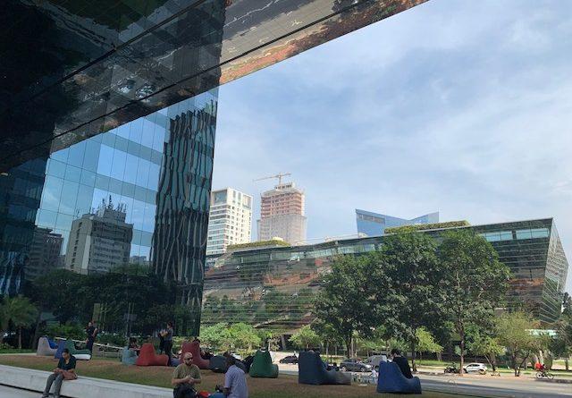 """O prédio mais sustentável de São Paulo agora é precursor de """"gentilezas urbanas"""""""