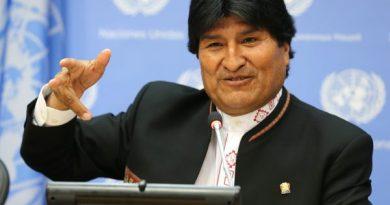 Evo Morales é reeleito presidente da Bolívia