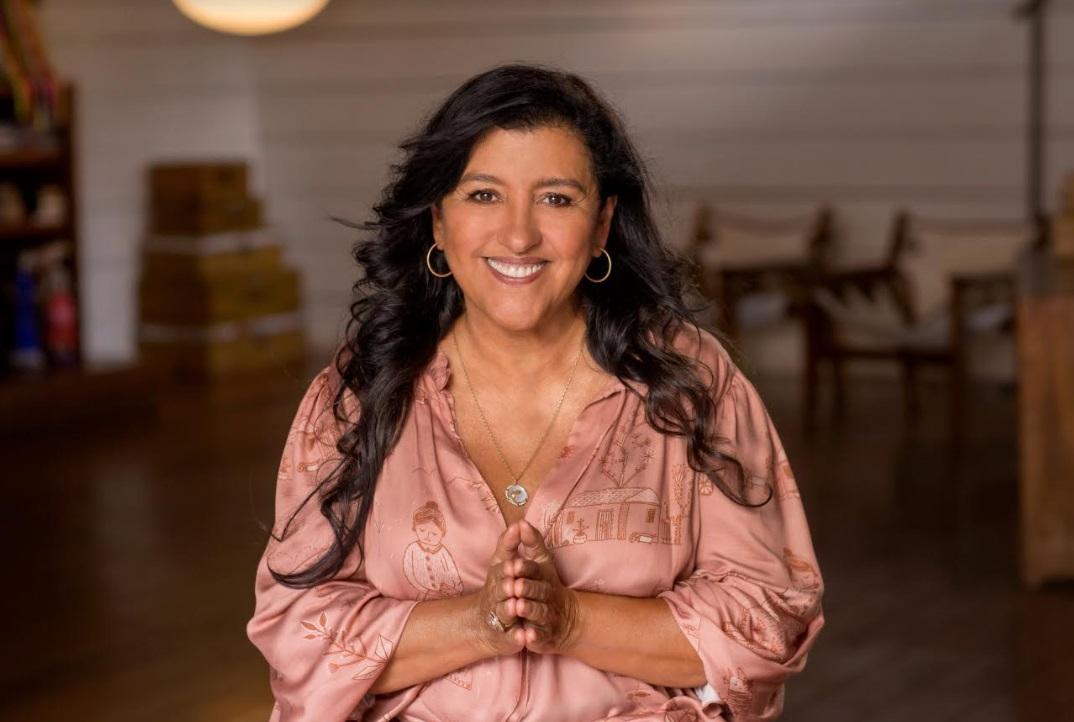 Após sucesso de D. Lourdes, Regina Casé estrela campanha de Dia das Mães
