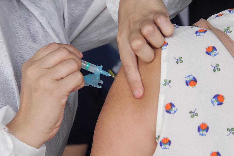 Mais da metade dos municípios do AM não forneceram dados sobre vacinação
