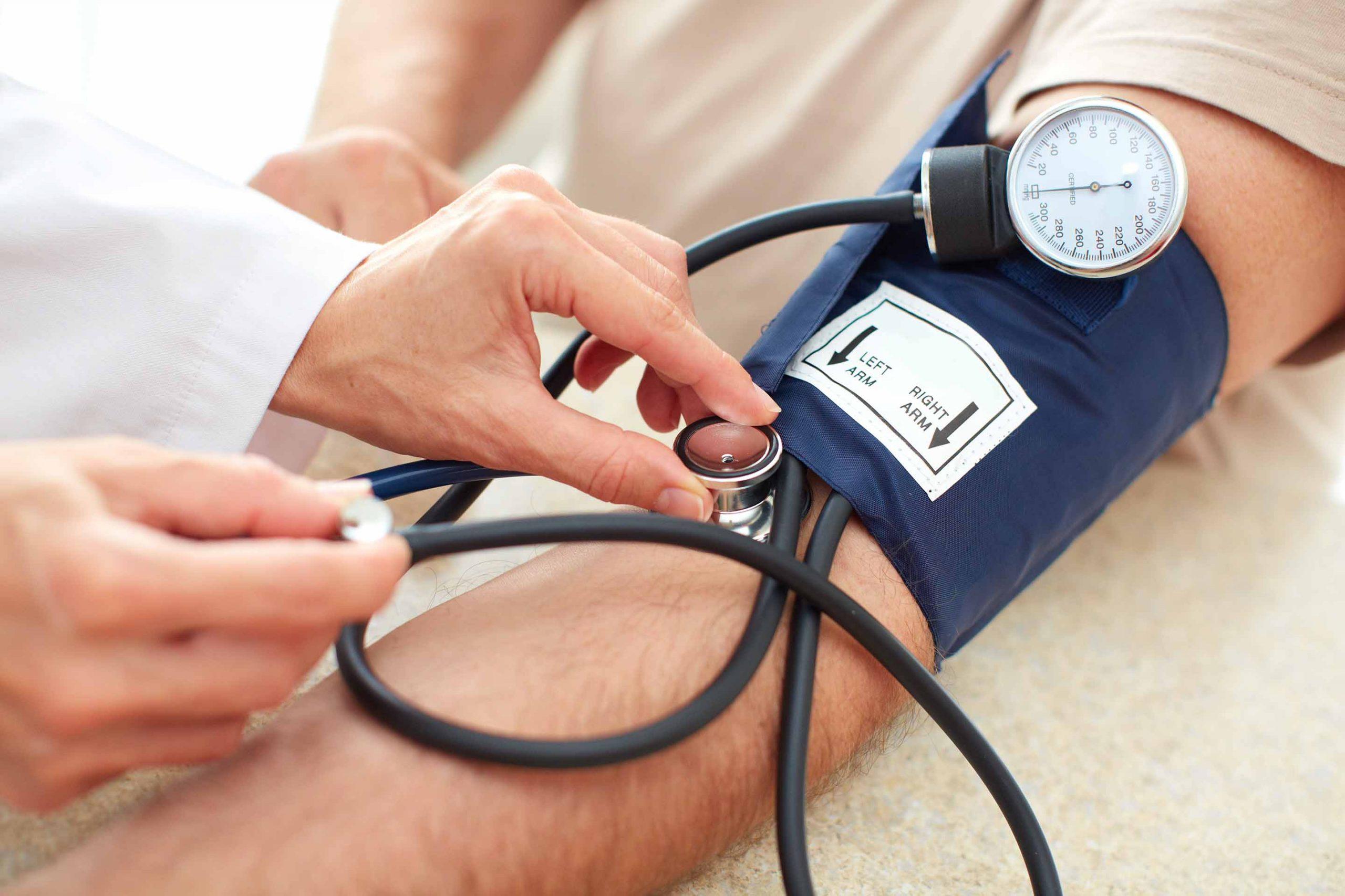 Pressão alta atinge cada vez mais jovens, alerta cardiologista