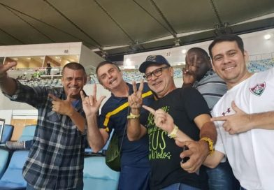 "Queiroz manda recado para Bolsonaro: ""metralhadora está cheia de balas"""
